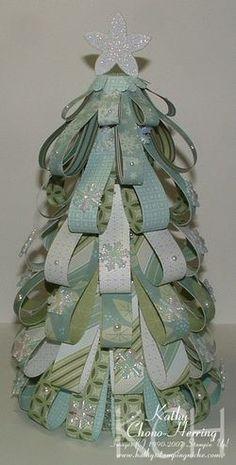 vánoční stromek ze stužek z papíru