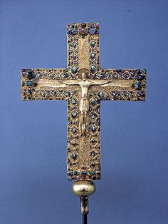 Cross of Queen Gisela (oak, cast gold, gold plate, gold cloisonné, precious stones, pearls, silk; height 44.5 cm), probably Regensburg, after 1006