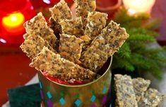 Hembakat fröknäckebröd – finns det något godare! Vårt recept på knäckebröd innehåller massor av nyttiga frön och är dessutom glutenfritt.