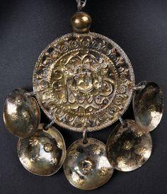 """Traditional gilded silver pendant from Skåne. """"PENNINGKORS, silver, allmoge, Skåne 1800-tal. Förgyllt."""""""