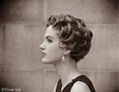 Image from http://image.glamourdaze.com/2015/03/1953-The-Italian-Cut-Hairstyle-Craze3.jpg.