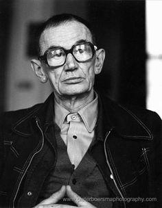 Jan Schoonhoven (1914-1994) was een Nederlandse beeldend kunstenaar. Hij maakte deel uit van de Nederlandse Nul-beweging. Samen met de kunstenaars Armando, Henk Peeters, Jan Henderikse richtte hij in de jaren zestig de Nulgroep op, die zich afzette tegen Cobra en streefde naar een objectieve kunst, die van elke emotionele waarde werd ontdaan en waarin de aanwezigheid van de kunstenaar als persoon was uitgewist.