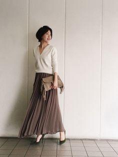 深みのあるカラーで大人っぽく◎ 素敵な40代の着こなし術♡アラフォー プリーツスカートおすすめコーデ術です。