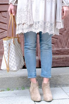 Heartfelt Hunt - Layering Lace - Maternity jeans, lace dress, cardigan, Louis Vuitton bag, ankle boots and blond, loose curls - Spring Fashion and cute Maternity Style / Pregnancy Style