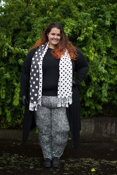 73d017947dc2 New Zealand plus size fashion blogger Meagan Kerr wears Kate Madison black  and white print pants