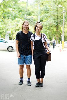 RIOetc | Estilo compartilhado | Preto, jeans, macacão e tênis igual para ir a faculdade.