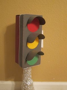 Construction Party DIY decoration idea: stop light for party table made from shoe box