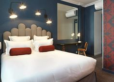 A quaint, casual boutique hotel has opened in the heart of Paris, the Hotel Paradis on rue des Petites-Écuries. This hip-yet-accessible hotel features a Paris Hotels, Hotel Paris, Paris Paris, Modern Bedroom, Bedroom Decor, Hotel Des Invalides, Hotel Restaurant, Girl Bedroom Designs, Das Hotel