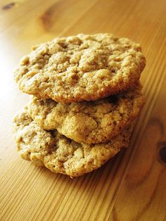 Soft & Chewy Gluten Free Oatmeal Cookies @ Noms for the Poor