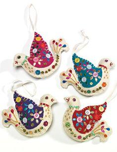 New Diy Christmas Decorations Felt Bird Ornaments Ideas Felt Christmas Decorations, Felt Christmas Ornaments, Christmas Crafts, Xmas, Homemade Christmas, Bird Christmas Ornaments, Felt Embroidery, Felt Applique, Embroidery Ideas