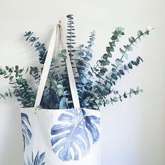★ b a c k  t o  w o r k ★ Time to get things going again! Good luck everyone on this rainy monday! This nice pic was made by @lilyslovelies live from washington!  #annetweelinkdesign #watercolor #plant #watercolour #igers #instagood #iphonesia #interiør #interiordesign #photooftheday #usa #waterpaint #bag #eco #ecofriendly #organic #cotton #organiccotton #styling #tropic