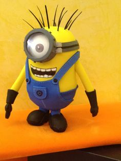 CARL MINION FOFUCHA Despicable Me Crafts, Despicable Me Party, Minion Party, Minion Doll, My Minion, Candy Bar Minions, Cartoon Movie Characters, Minion Birthday, Polymer Clay Charms