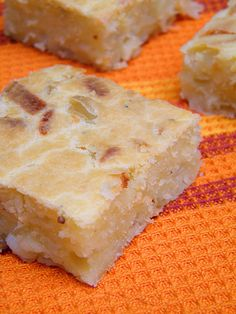 Tarta de Cebolla y Queso | Onion and Cheese Quickbread: Moist and dense, easy to throw together