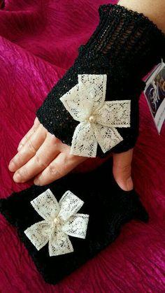 Mezzi guanti in cotone con fiore in pizzo