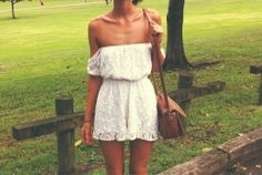Little white dresses.mahh I love off the sholder clothes Summer Outfits, Cute Outfits, Summer Dresses, Summer Clothes, Look Boho Chic, Moda Barcelona, Mein Style, Style Casual, Little White Dresses