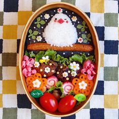 インスタグラムでも可愛いと大人気のkinakobunさんのお弁当。細かいところまで凝っていて見ているだけで幸せな気分になっちゃいます!どんなお弁当画像を投稿されているのでしょうか?グッズの使い方も必見!一緒に見て行きましょう。 (2ページ目) Cute Food Art, Food Art For Kids, Kawaii Bento, Cute Bento Boxes, Bento Box Lunch, Bento Kids, Bento Recipes, Food Garnishes, Food Decoration