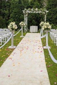 entrada de boda en jardin
