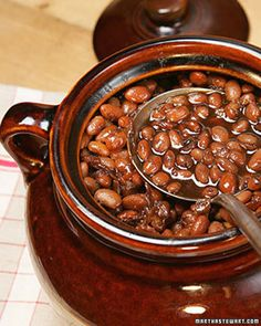 BBQ Baked Pinto Beans Martha Stewart: Try in Crock Pot (Cook on High for 2 Hours and Then Low for Baked Beans Crock Pot, Crock Pot Slow Cooker, Crock Pot Cooking, Cooking Pork, Recettes Martha Stewart, Martha Stewart Recipes, Baked Bean Recipes, Crockpot Recipes, Side Dishes
