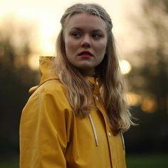 Girls Wear, Women Wear, Rainy Day Fashion, Country Wear, Rubber Raincoats, Hooded Cloak, Yellow Coat, Yellow Raincoat, Raincoats For Women