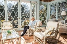 Sally Quinn has decided to sell the fabled East Hampton house whose occupants have been the subject of both a documentary and a Broadway musical. Hamptons House, The Hamptons, Grey Gardens House, Lily Pond, East Hampton, Outdoor Furniture Sets, Outdoor Decor, Celebrity Houses, West End