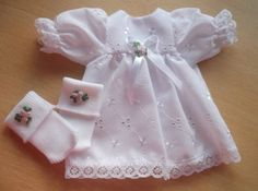 girls baby burial dresses SWEET ROSES White dress with nappy socks Baby Clothes Blanket, Sewing Baby Clothes, Baby Sewing, Doll Clothes, Premature Baby, Premature Burial, Preemie Babies, Baby Girl Born, Angel Outfit