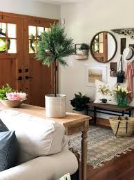 Looking for inspiration on how to segment your open-concept home? Check out this stunning entryway design and discover effortless and casual decor ideas. Modern Foyer, Desk In Living Room, Open Concept Home, Casual Decor, Small Entryways, Entry Way Design, Entry Hallway, Foyer Decorating, Easy Home Decor