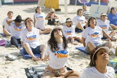 Aulões 0800 de yoga futebol e alongamento ocupam praias cariocas