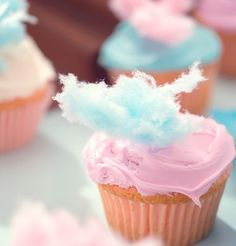 cotton candy cupcake - who would have thought? cute for a carnival theme party!