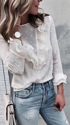 Spring outfit - White blouse - Jeans - Look Mode Outfits, Trendy Outfits, Fashion Outfits, Womens Fashion, Fashion Trends, Short Outfits, Ladies Fashion, Fashion Clothes, Silvester Outfit