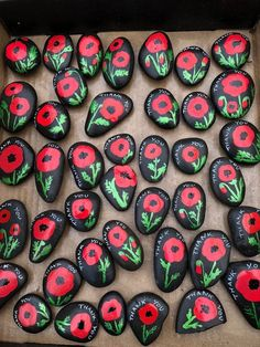 Remembrance Day Activities, Remembrance Day Art, Veterans Day Activities, Art Activities, Poppy Craft For Kids, Art For Kids, Crafts For Seniors, Crafts For Kids, Personalized Garden Stones