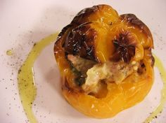 """La ricetta dei classici peperoni ripieni al forno, un """"evergreen"""" della nostra cucina."""
