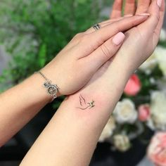 Black Bird Tattoo Design Artists 37 Ideas For 2019 Small Dove Tattoos, Tiny Bird Tattoos, Black Bird Tattoo, Mini Tattoos, Body Art Tattoos, Tattoo Bird, Small Angel Tattoo, Robin Tattoo, Simple Bird Tattoo