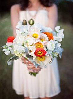 DIY Poppy Bouquet by Leigh Okies Design,100layercake. Photo by Molly Feit #DIY #Bouquet #Poppies