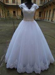 Lili menyasszonyi és alkalmi ruha szalon - menyasszonyi,ruha,menyecske, koszorúslány és koktélruha méretre varrása