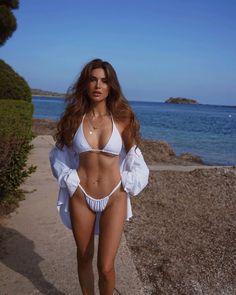 a Queen @ Beach - Body Goals? Beach Girls, Beach Babe, Fitness Gear, Fitness Fashion, Negin Mirsalehi, Bikini Sexy, Sophie Turner, Bikini Bodies, Body
