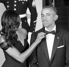 Michelle Obama adjusts the tie of Barack Obama as they prepare to welcome President XI Jinping of China and Madame Peng Liyuan to a State Dinner in their honor on the North Portico of the White House in Washington, D. Michelle Obama, Kai, Obama Funny, Black Love Art, Beautiful Love Stories, Beautiful Family, Khloe Kardashian, Love Story, Celebrities