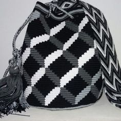 Wayuu Bags from La Guajira, Colombia. ✥✰✬✥✯✬✰✥✬✰✬✥✰✬✥ Handmade Wayuu bag by Native Wayuu indigenous in Colombia For order & more… Mochila Crochet, Tapestry Crochet Patterns, Cat Bag, Tapestry Bag, Knitting Accessories, Love Crochet, Knitted Bags, Bag Making, Purses And Bags