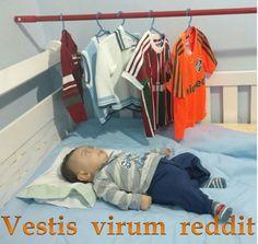 """Vestis virum reddit""  A roupa faz o homem : The clothes make the man"