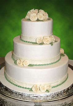 simple elegant wedding cake ideas 3 tier buttercream wedding cake decorated with silver 19972