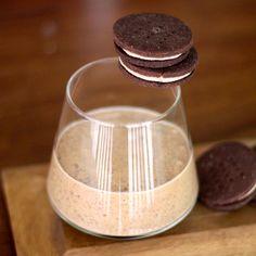 Homemade Oreo Milkshake -- gluten free, vegan, sugar free and high protein!