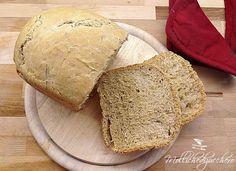 Il pane al rosmarino è un pane fragrante e profumatissimo, possiamo gustarlo semplicemente o accompagnarlo ai nostri piatti :)