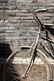 Risultati immagini per muro di biciclette