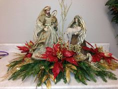Beautiful Natvity Christmas Flower Arrangements, Christmas Table Centerpieces, Christmas Flowers, Christmas Tree Decorations, Christmas Wreaths, Christmas Nativity Scene, Christmas Art, Childrens Ministry Christmas, Christmas Interiors