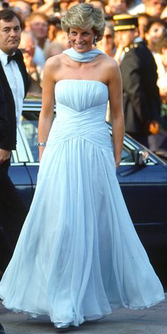 Princess Diana made a royal entrance when she stepped out in Catherine Walker's ruched pastel gown in The Cannes Film Festival's Most Memorable Looks Film Festival Princess Diana Dresses, Princess Diana Fashion, Prince And Princess, Princess Kate, Princess Of Wales, Princess Diana Wedding, Lady Diana Spencer, Princesa Diana, Tilda Swinton