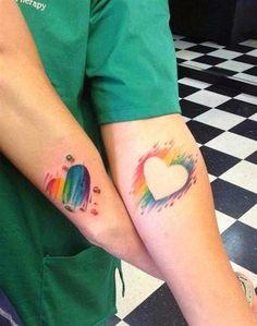 Un tatuaje de pareja es una de las expresiones de amor más artísticas y lindas que hay, hecha un vistazo a los más de 35 bonitos tatuajes para parejas.