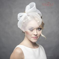 Sweet and elegant short crin, spotted veil with bow. This item is all handmade…