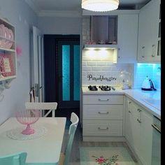 Sevimli bir mutfak dekorasyonu @pamukhemsire #dekorasyon #mobilya #icmimari #vintage #decor #design #interiordesign #like4like #likeforlike #picoftheday #tagsforlikes #instagood #photooftheday by renkliprofil