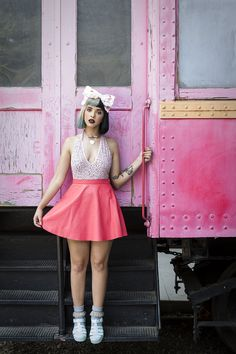 i really like melanie's style. is so unique and colorful. fuck, even her hair is special. she is soo pretty.