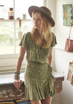 Style bohemian casual boho fashion Ideas for 2019 Look Hippie Chic, Looks Hippie, Look Boho, Gypsy Style, Boho Chic, Boho Gypsy, Edgy Bohemian, Bohemian Style Clothing, Gypsy Clothing