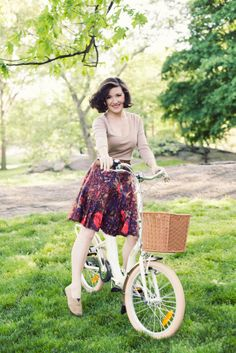 love the printed skirt and neutrals (and the hair). and of course, the bicycle (though i don't normally go for fold-ups :)